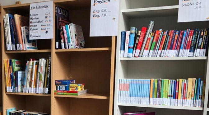 Bücherwürmer an der Stein-Schule gesichtet!  – Schul-Bücherei ist eröffnet
